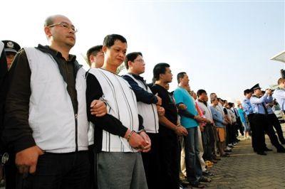 昨日,大陆警方将犯罪嫌疑人移交台湾执法部门。