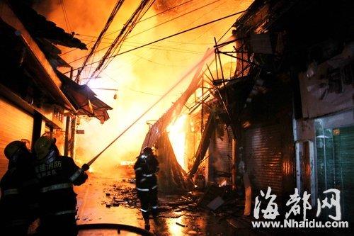 7日福州老学生街大火 疑电线老化起火引发