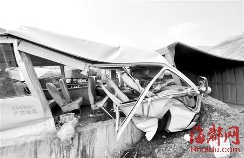 南安教师艺术团成员下乡演出遇车祸21伤