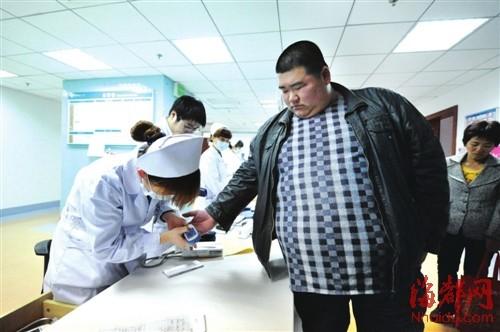 昨日,杜长福到医院接受检查