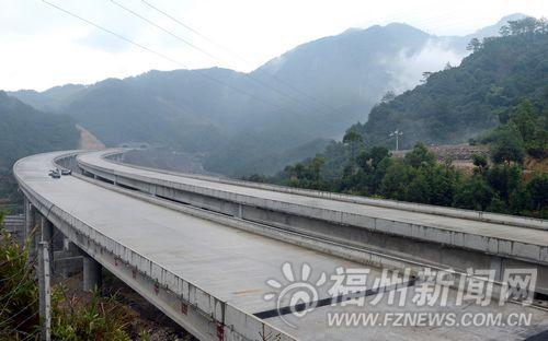 即将竣工通车的福永高速公路