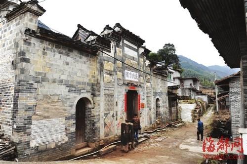 大源村里的严氏祠堂,是保存最完好的古建筑之一