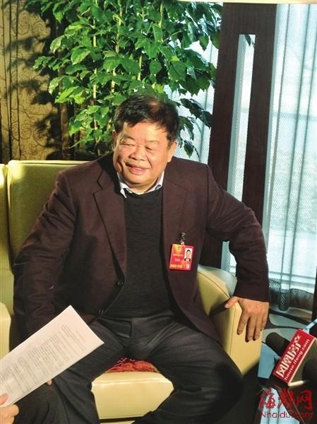 """曹德旺被媒体誉为""""最慷慨的企业家"""""""