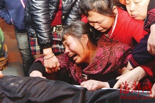 福州盖山:白酒啤酒混着喝 四川16岁少年身亡