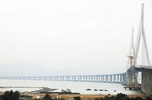 兴建中的厦漳跨海大桥。(资料图)记者 陈理杰 摄