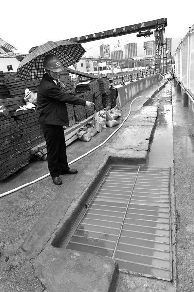 地铁基坑旁的排水沟