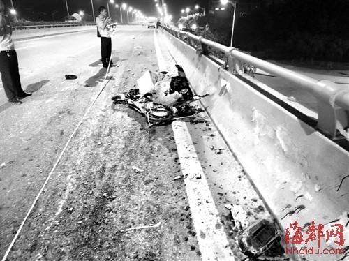 电动车被撞得七零八落,它的主人坠桥,不幸殒命