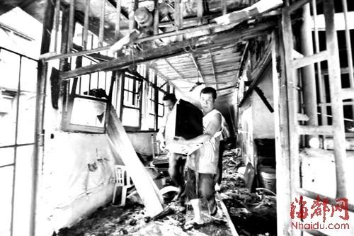 连潘新村里的幼儿园着火,屋子烧黑了