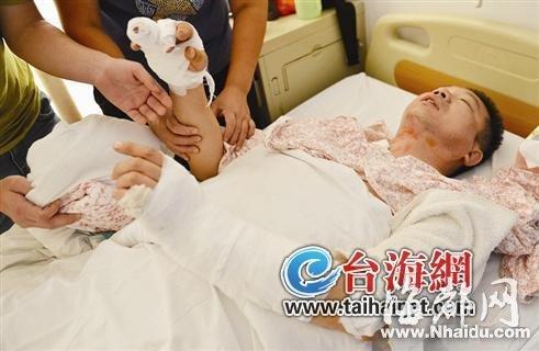 的哥黄师傅身上挨了十几刀,正在医院救治