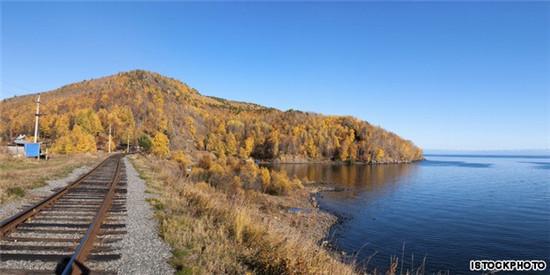 贝加尔湖,用俄罗斯语说就是看着我吧。