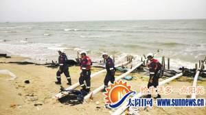 厦门蓝天救援队队员正在搜救。