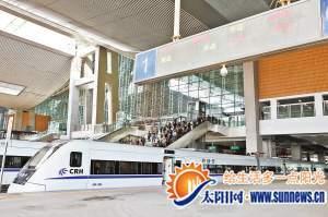 昨日,厦门北站,和谐号即将出发。记者 陈理杰 摄