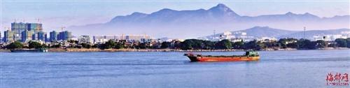 在乌龙江中的龙祥岛上拍福州及沐浴在晨曦中的五虎山 拍客老典摄