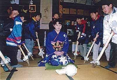 日本新年传统习俗很奇葩 正月要打新娘屁股