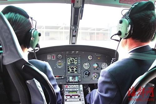 直升机上的两位机师