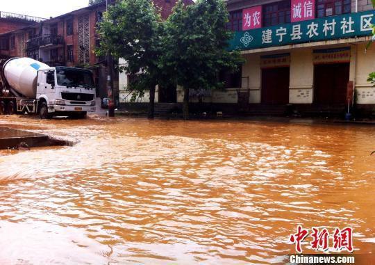 福建发布西部暴雨警报 需谨防地质灾害