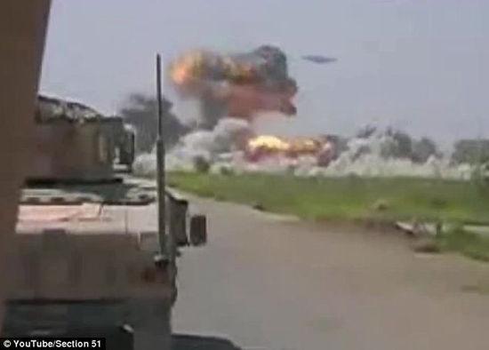 驻阿美军海军陆战队士兵拍摄到神秘UFO盘旋在塔利班基地上空,并发动轰炸