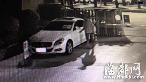 监控显示车是保安划的(视频截图)