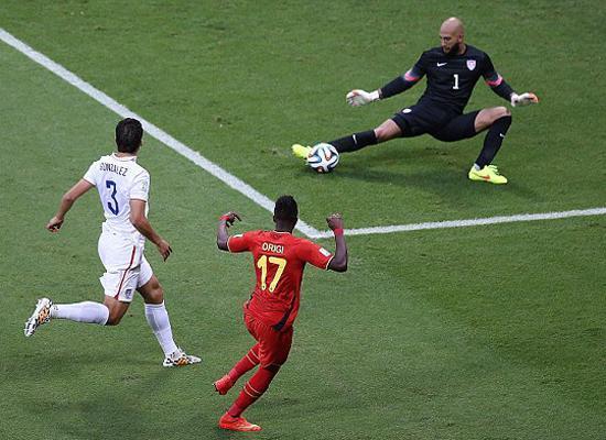美国队门将霍华德在世界杯上表现出色。