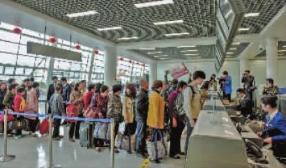 上海吉祥航空公司空客a320飞机缓缓降落