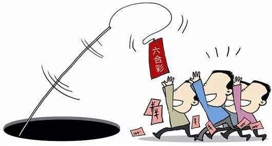 假称香港六合彩公司内部人员,以领取特码为诱饵,从开通会员到提供特码,再到冒充工作人员索取各种费用,引导受害者一步一步走进他们设置好的陷阱。近日,宁化法院审结一起六合彩特码诈骗案。三被告人均并处诈骗罪,其中主犯王某伟被判处有期徒刑三年七个月,并处罚金2万元;从犯王某树、王某生各被判处有期徒刑两年,并处罚金1万元。   2017年5月,被告人王某伟纠集被告人王某树、王某生冒充 香港六合彩公司工作人员,以为彩民提供特码为诱饵实施诈骗。被告人王某伟指使被告人王某树联系六合彩网站并刊登广告