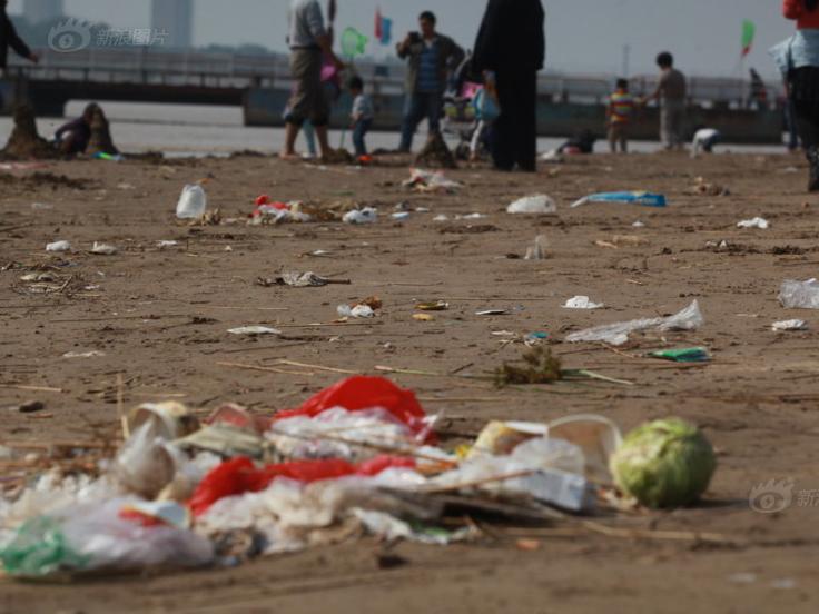 黄河滩如垃圾场