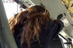 女子公交睡着遭色魔全身涂满精液