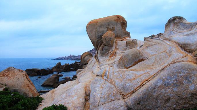 漳州六鳌:海滩岩石上的抽象画廊