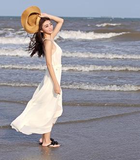 夏日海边度假邂逅清新美女