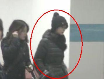 姚晨离婚后首度现身机场低调返京