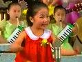 朝鲜小姑娘出新作 小伙伴们表情惊人一致