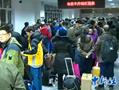 新疆20万干部住万村 首批乘火车前往