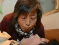 山东最美母亲嘴对嘴喂养残疾弃婴30年