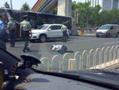 奥迪车撞飞交警
