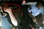 监控拍下厦门司机遭女子用刀猛刺惊险一幕