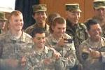 实拍美军看日本忍术表演哈哈大笑