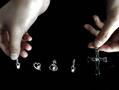 女子花1.5万用母亲骨灰做成0.27克拉钻石