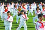 实拍北京小学生跳骑马舞 取代课间操